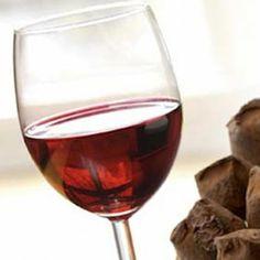 vino Primitivo dolce naturale e pasticcini di mandorle perfetto connubio di sapore e dolci sensazioni... www.italyfoodwine.it
