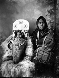 Yakama woman holding infant in cradleboard, Washington, UW Library American Indians of the Pacific Northwest Collection - History Facts Native American Pictures, Native American Beauty, Indian Pictures, Native American Tribes, Native American History, Native Americans, Native Indian, First Nations, Pacific Northwest