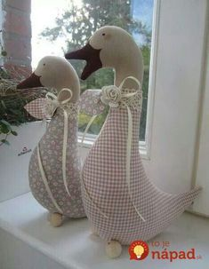Gans - Landhaus ideen Gans Gans The post Gans appeared first on Landhaus ideen. Sewing Toys, Sewing Crafts, Sewing Projects, Fabric Toys, Fabric Crafts, Fabric Animals, Creation Couture, Stuffed Animal Patterns, Softies