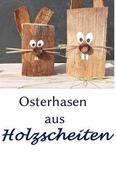 Mit Naturmaterialien lassen sich diese Osterhasen aus Holzscheiten basteln