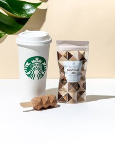 Starbucks Is Now Selling These Vegan Ice Cream Treats Vegan Starbucks, Starbucks Recipes, Starbucks Drinks, Vegan Treats, Healthy Desserts, Dream Pop, Ice Cream Treats, Vegan Ice Cream, Food Trends