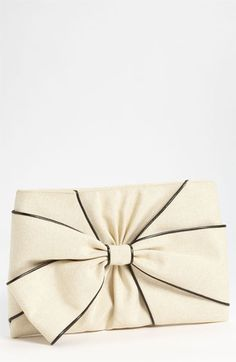 I love this clutch!!