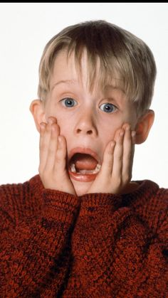 Kevin Home Alone, Home Alone Movie, Macaulay Culkin Home Alone, Willian Smith, Kevin Mccallister, Beloved Film, Tupac Pictures, Iconic Movies, Christmas Aesthetic
