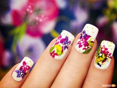 You have to have healthy nails to get this beautiful nail art done on your nails.  Aint  this amazing guyz?
