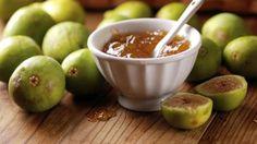 Ovo slatko, ukusno i vrlo zdravo voće prepuno je vitamina i minerala. Osim svježe, smokve možete jesti sušene, ali i napraviti ukusan, kremasti pekmez. Donosimo jednostavan recept za pekmez od smokvi po preporuci jedne mame
