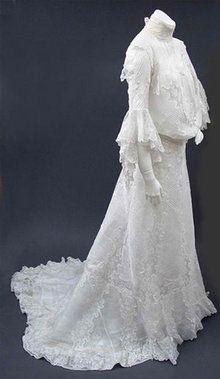 1902 lawn dress  - Courtesy of pastperfectvintage.com