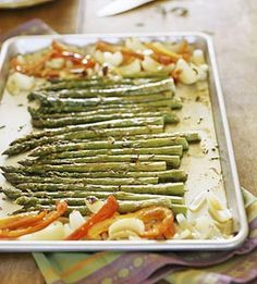 Roasted Asparagus Recipe: Add dried Italian seasoning or a combination of dried herbs, such as thyme, oregano, or rosemary for added flavor to this roasted vegetable side dish. Side Dish Recipes, Vegetable Recipes, Vegetarian Recipes, Healthy Recipes, Delicious Recipes, Yummy Food, Healthy Cooking, Healthy Eating, Cooking Recipes