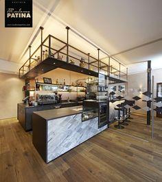 Café- restaurante, con suelo, paredes y mobiliario de madera. con los mejores acabados y texturas únicas.