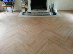 Carrelage chevron BT Reno carreleur Oise Plus Planchers En Chevrons, Parquet Chevrons, Wooden Flooring, Hardwood Floors, Chevron Floor, Tile Floor, Home, Armoire, Ali