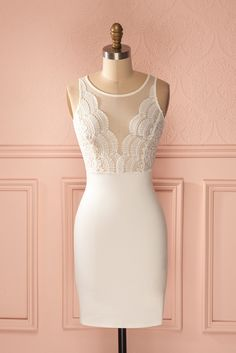 Sango Pur - White lace and mesh low cut bust dress