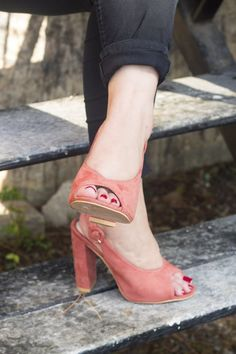"I don't care for the color ""coral"" too much (I'm more of a ""millennial pink"" kind of gal), but these Missguided peep toe heels ""had. Peep Toe Heels, Missguided, Coral, Pink, Shoes, Fashion, Moda, Zapatos, Shoes Outlet"