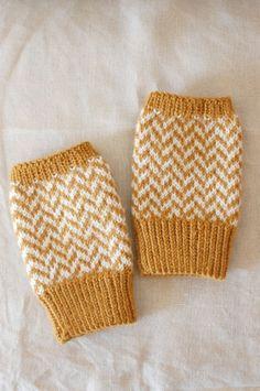 指なしミトン マスタードイエロー×ホワイト ヘリンボーン  by lunedi777 ニット・編み物 帽子・マフラー・手袋・靴下