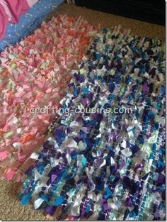 Weave scraps of fabric through a nonslip mat! A differen style than the super shaggy rag rugs! The possibilities are endless with thousands of fabrics to choose from at the Fabric Shack at http://www.fabricshack.com/cgi-bin/Store/store.cgi Repinned: Woven Scrap Rug Tutorial