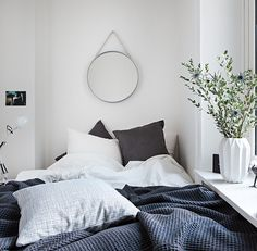 A small bedroom usually offers many torment locations when it arrive to interior decor and stowage space. So we came up with 10 Small Bedroom Design Tips th Interior, Home, Home Bedroom, Bedroom Interior, Cheap Home Decor, House Interior, Bedroom Inspirations, Small Bedroom, Interior Design
