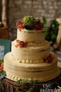 New Orleans Micro Destination Wedding I  Cake Flowers I  Woodland Log Cake Stand Fall Theme I Naked Cake - perfect for Fall I Eye Wander Photo I Urban Earth Design Studios I #Naked Cake #NewOrleansWedding #NolaWedding #UrbanEarth www.urbanearthstudios.com