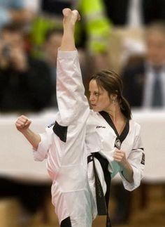 Artes marciales  Martial Arts  Defensa personal  Self defense  Chloe Bruce. I love this woman. She is so dedicated.