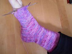 *TuTO : Les chaussettes de Milie * Partie 5/5 - Les Jolies de Milie Le Jolie, Crochet, Socks, Fashion, Knit Socks, Tips, Tutorials, Stockings, Moda
