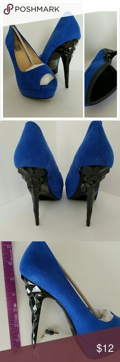 Sexy Royal blue Skya platform size 7 New never worn, Slight flaw on the left shoe. See the last photo right at the toe.  Priced to sell  Ready to ship signature shoedazzle Shoes Platforms