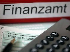 Finanzamt-Ordner und Steuererklärung
