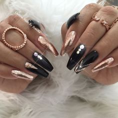 #RoseGold and #black nails create a beautiful design! Design by @customtnails1! #nailart | Posted on Instagram by @MendaBeauty