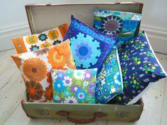 modflowers-cushions-1.jpg 848×636 pixels