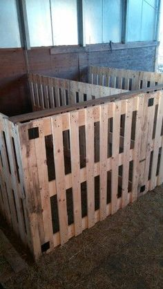 Idea for pallet pens ~ great as holding pens for mamas and babies, injured small livestock or any that need to be isolated for any reason.