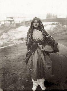 12. Fille de la tribu Taos Pueblo , 1880-1890 vintage-native-american-girls-portrait-photography-11-575a6e6d7fc0e__700amérindiennes-amérindiennes
