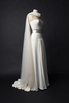 Robe de mariée Crepe Soie cuir argenté Tulle