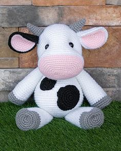 Crochet Cow, Giraffe Crochet, Crochet Dolls, Crochet Animals, Arm Crocheting, I Love This Yarn, Yarn Tail, Stuffed Animal Patterns, Stuffed Animals