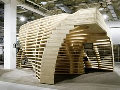 Designed by Frei+ Saarinen Architekten, the aim of the Lignum Pavilion is to inform the public about the possibilities of wood applications in the construction field. Conceived as a training and information center, the project embodies the expressive potential of wood in very modern key.