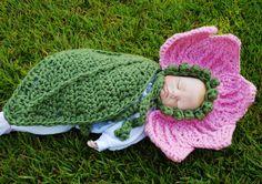 Crochet flower bonnet with leaf cape , baby girl hat, cuddle cape , Newborn Photography Prop. Baby Cacoon Crochet Pattern, Crochet Baby Cocoon, Baby Girl Crochet, Crochet Baby Clothes, Newborn Crochet, Crochet Baby Hats, Crochet For Kids, Crochet Patterns, Newborn Bebe