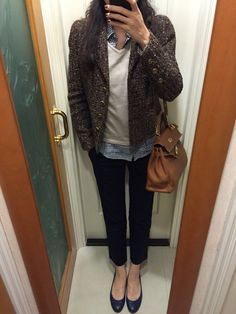 Chanel tweed jacket, UNIQLO gingham shirt and chinos, beige knitted top, blue leather flats, Hermes Kelly 32.