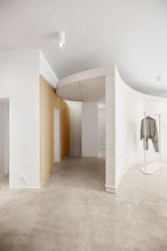 Snøhetta has designed both physical and digital retail spaces for Norwegian fashion label Holzweiler, featuring a muted colour palette and gridded elements. Oslo, Norwegian Fashion, Digital Retail, Polished Concrete Flooring, Retail Experience, Retail Space, Design Studio, Create Space, Color Tile