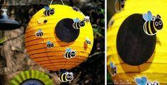 Decora el aula con una lámpara amarilla como si fuera la colmena y engancha mini abejas
