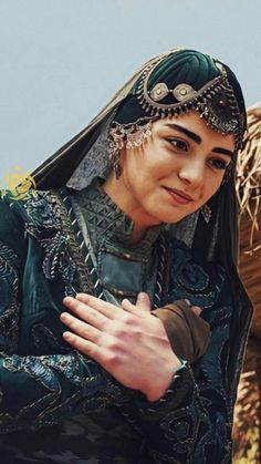 Turkish Women Beautiful, Turkish Beauty, Image Photography, Girl Photography, Top Drama, Beautiful Casual Dresses, Iran Pictures, Persian Beauties, Best Profile Pictures