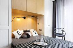 Szara sypialnia z garderobą