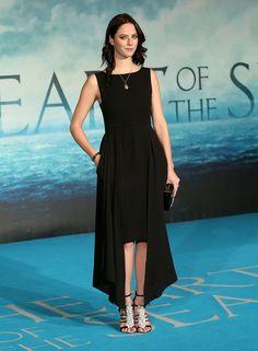 Kaya Scodelario in Chanel F09 HC (Look 24)  à la première du Film Au coeur de l'océan à Londres