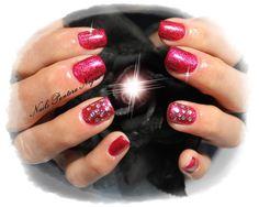 """Unhas em Gel em cor Rosa gliters com nail art feita á mão """"Gotas"""""""