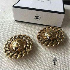 Chanel chain-in earrings. AED 1,990 Ref. B1045 حلق شانيل ذهبي فينتج على شكل سلسلة السعر: 1,990 درهم  We deliver worldwide 🌍✈️ #vintage #chanel #coco #jewellery #classic #instalike #ootd #preloved #jewlery #blingbling #summer #wedding #celebratinglife #vintageearrings #earrings #fashion #mydubai #luxury #bagsindubai #украшенияшанель #москва #серьгишанель #дубай #винтаж Folow @fashionbookface   Folow @salevenue   Folow @iphonealiexpress   ________________________________  @channingtatum…