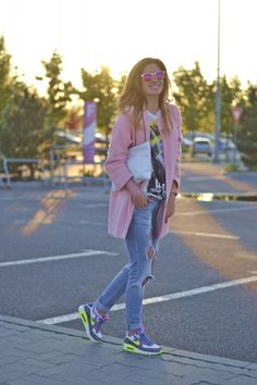 relaxed outfit, baby pink coat, nike air max