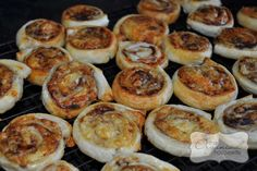 One of my kids favourite lunch box snacks for school are Vegemite and cheese scrolls. At times I do make them from scratch but when I don't have time I cheat. They can be made the night before, ho. Freezable Lunch Box, Lunch Box Recipes, Lunchbox Ideas, Snack Recipes, Easy Lunch Boxes, Savory Snacks, Finger Foods, Kids Meals, The Best