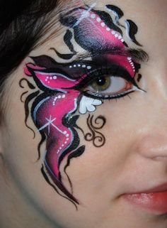 Fancy eye http://www.makeupbee.com/look_Fancy-eye_22382