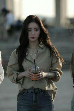 Best Photo Poses, Girl Photo Poses, Girl Photos, Korean Beauty Girls, Asian Beauty, Girl Korea, Girl Fashion, Fashion Outfits, Ulzzang Korean Girl