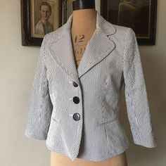 UK SIZE 12 WOMENS HOBBS BLUE AND WHITE FITTED SUMMER JACKET