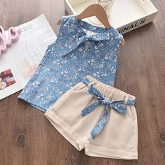 Conjuntos de ropa para niñas de Bear Leader 2020, ropa de verano para niños, gasa Floral Halter + Pantalones cortos bordados, ropa para niños de paja|set de ropa| - AliExpress Baby Girl Dress Patterns, Baby Girl Dresses, Baby Dress, Girl Fashion, Fashion Kids, Baby Frocks Designs, Girl Sleeves, Embroidered Shorts, Outfit Sets