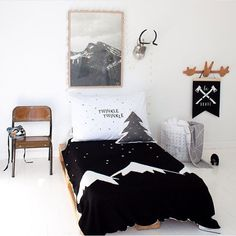 Black, white and wood - kids room - sobeaubaby