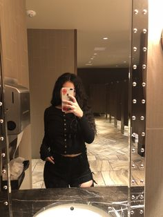 Cool Girl Pictures, Girl Photos, Edgy Outfits, Fashion Outfits, Foto Mirror, Sad Girl Photography, Cute Crush Quotes, Selfie Poses, Selfies