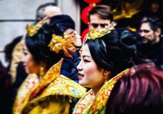 #streetphotos #streetphotography #citylife #lensculture #chinatown #chinagirl #newyear #people #partylife #imaginaria #lumix #lumixgx8 #citylifemilano #citygirl #milan #milano