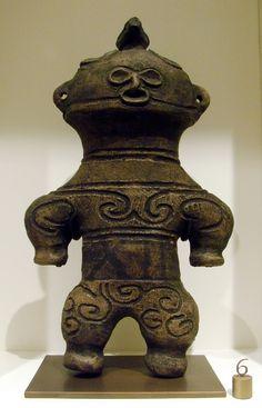 Dogu «à Lunettes de Neige» Jômon final (1000-300 avant notre ère), Terre cuite - By Vassil, domaine public (Musée Guimet)