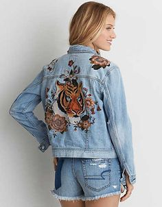 Shop Women's Jackets at American Eagle to find your new faves! Browse denim jackets, windbreakers, and more in new colors and designs today! Painted Denim Jacket, Painted Jeans, Painted Clothes, Denim Jacket Embroidery, Embroidered Denim Jacket, American Eagle Shirts, American Eagle Sweater, Jean Jacket Outfits, Denim Outfit